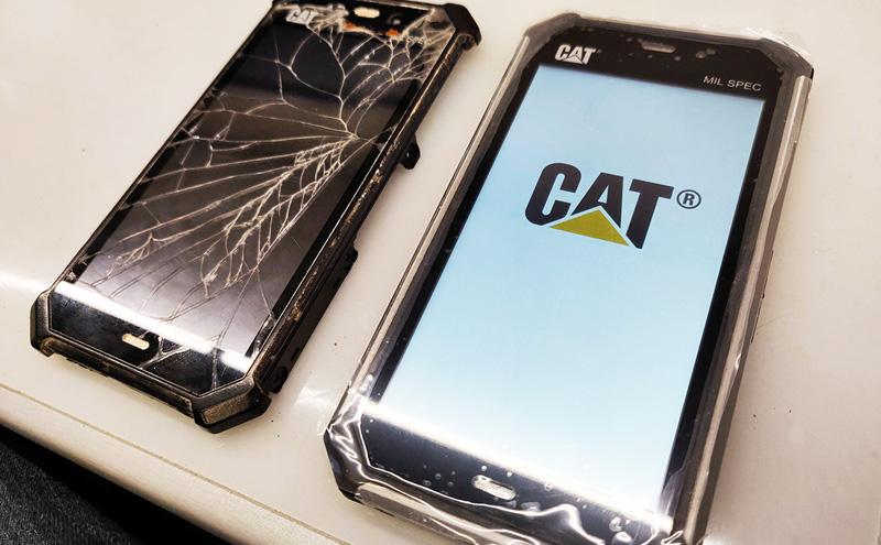 CAT S50 ekrano keitimas pabaigtas
