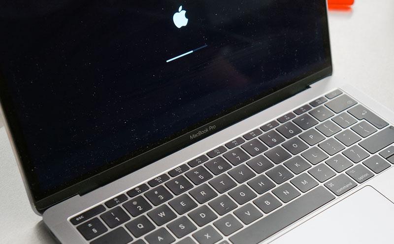 macbook Pro A1708 baterija pakeista